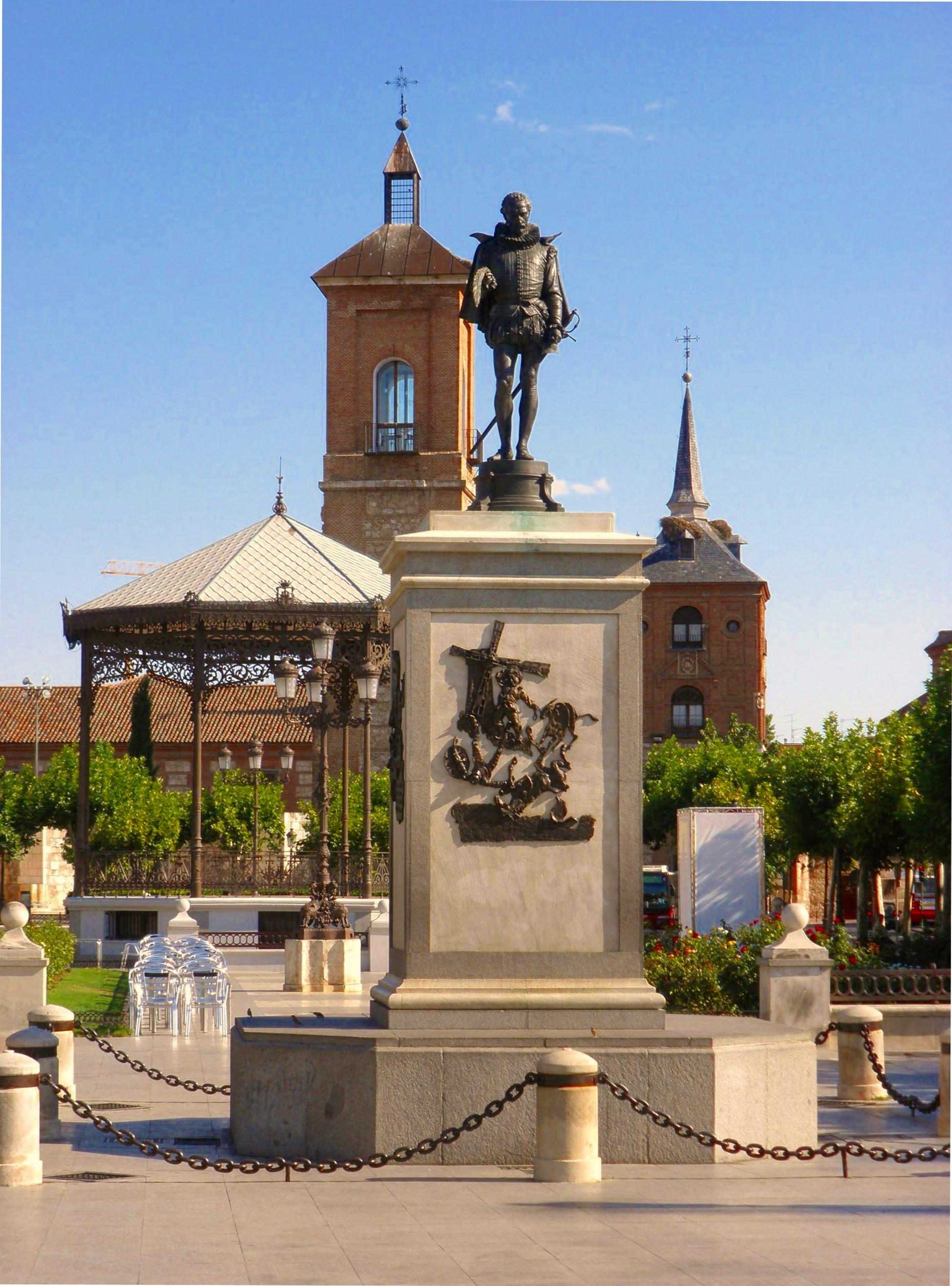 alcala-de-henares-plaza-de-cervantes-wikipedia